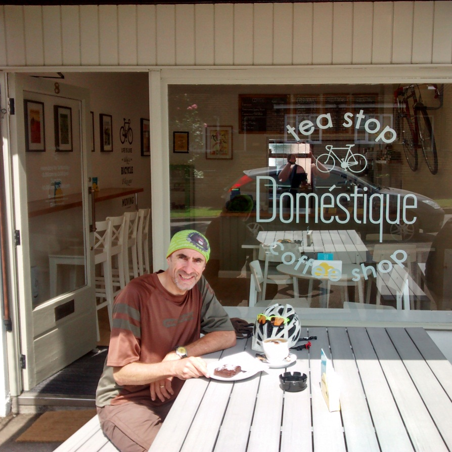 Domestique and cake
